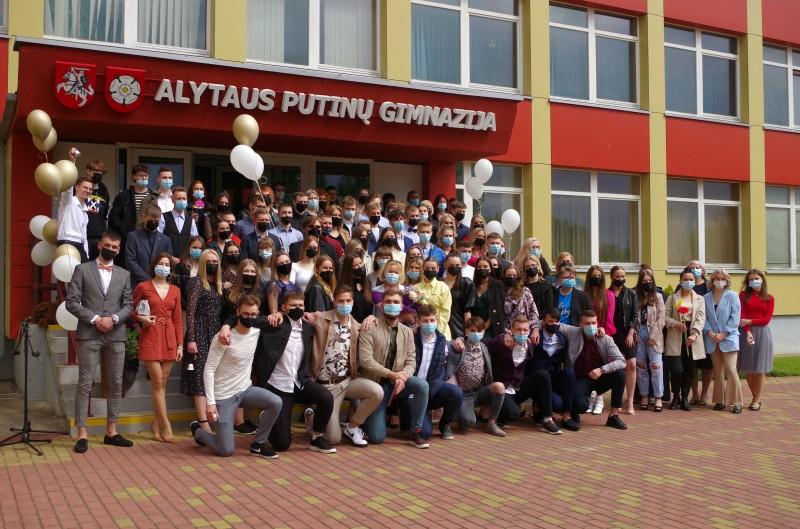 Paskutinis skambutis 88 Putinų gimnazijos abiturientams